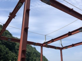 岐阜県関市で鉄骨建方始まりました。